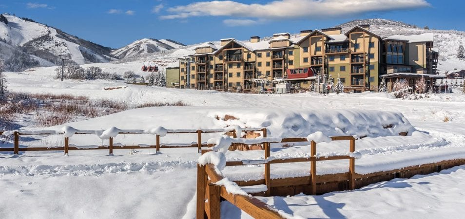 A snow covered Wyndham Vacation resort